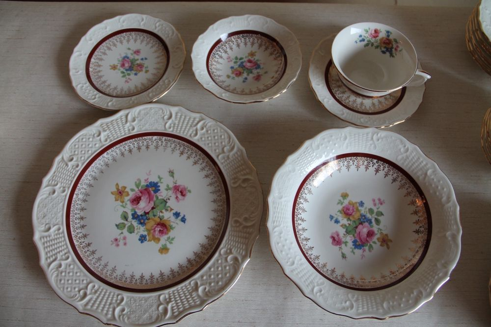 53 Piece Vogue Dinnerware Canonsburg China Set Warranted 22K Gold Made in USA #CanonsburgPottery & 53 Piece Vogue Dinnerware Canonsburg China Set Warranted 22K Gold ...