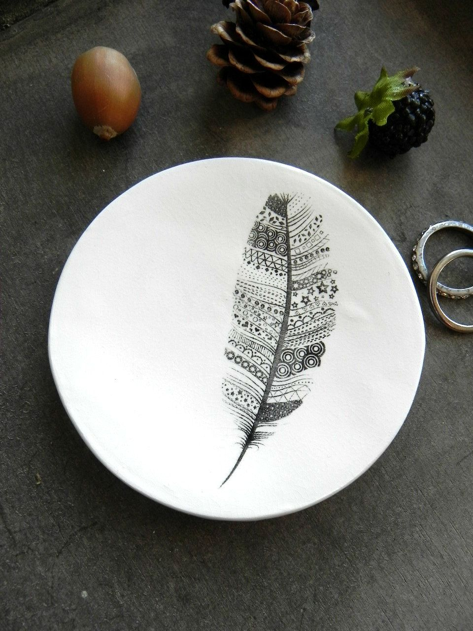 Black and white Resin Feather ring dish