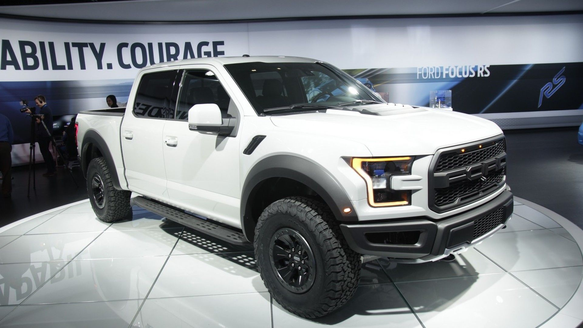 2017 Ford F 150 Raptor Supercrew Looks Lean And Mean In Detroit F 150 Raptor Ford F 150 Raptor Ford