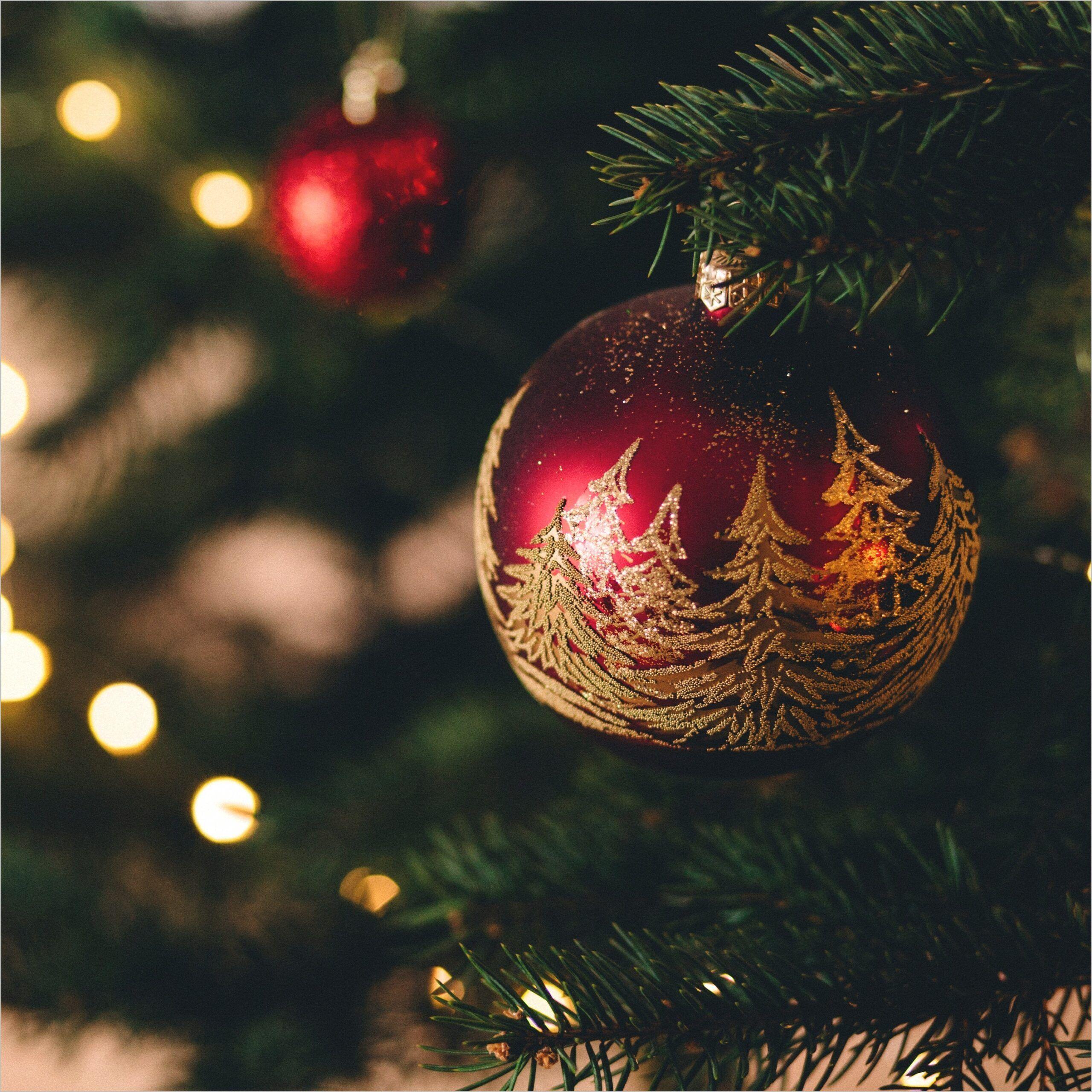 Ipad Pro Wallpaper 4k Christmas Christmas Ipad Pro Wallpaper In 2020 Christmas Home Holiday Christmas Bulbs