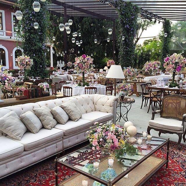 Que decoração mais linda!  #inlove #decoração #casamento #festa #noiva #noivos #instadecor #instacool #instagood #noivas #wedding #flores #clean #instamood #instagram #instanoiva #casar #detalhesqueamamos #detalhes #noivasmakeup