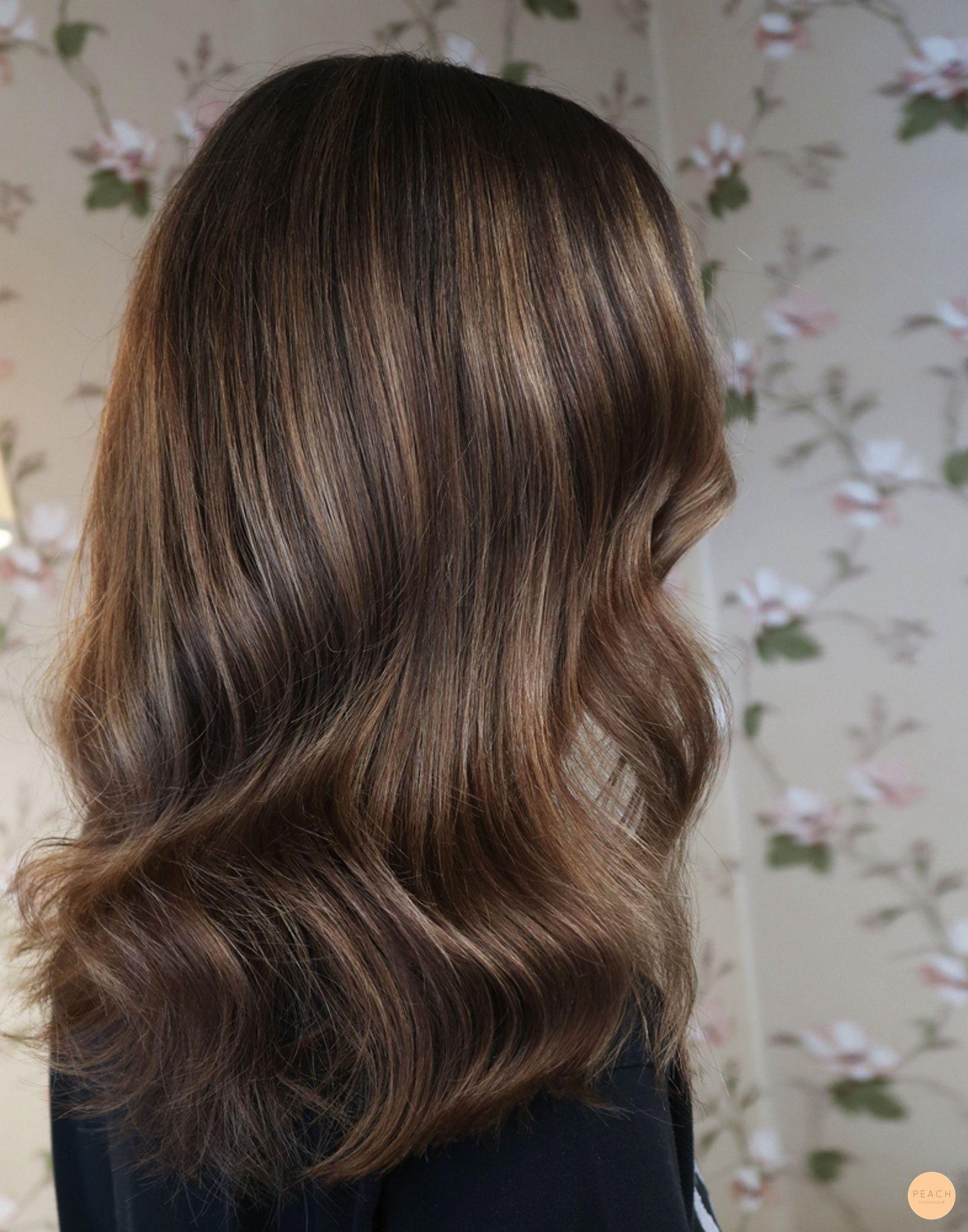 chokladbrunt hår med slingor