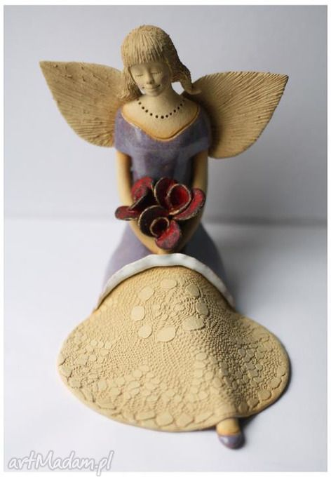 Anioł rozłozysty bukietem róż ceramika wylegarnia pomyslow