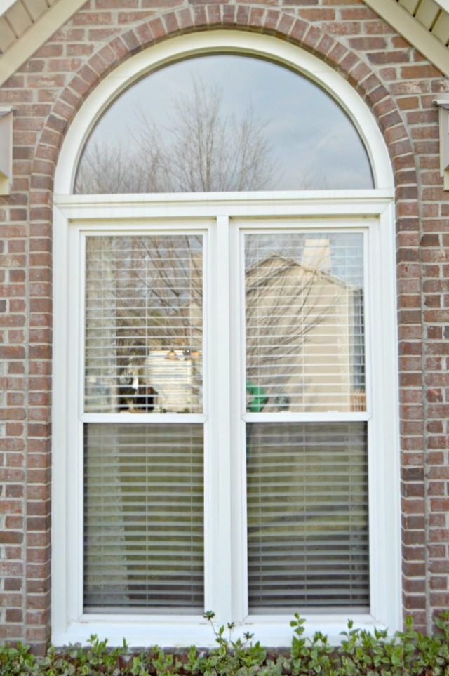 How To Wash Windows Outside Without Removing The Screens
