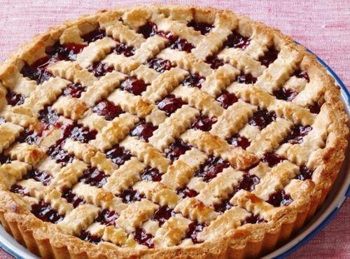 Открытый сладкий пирог с вареньем