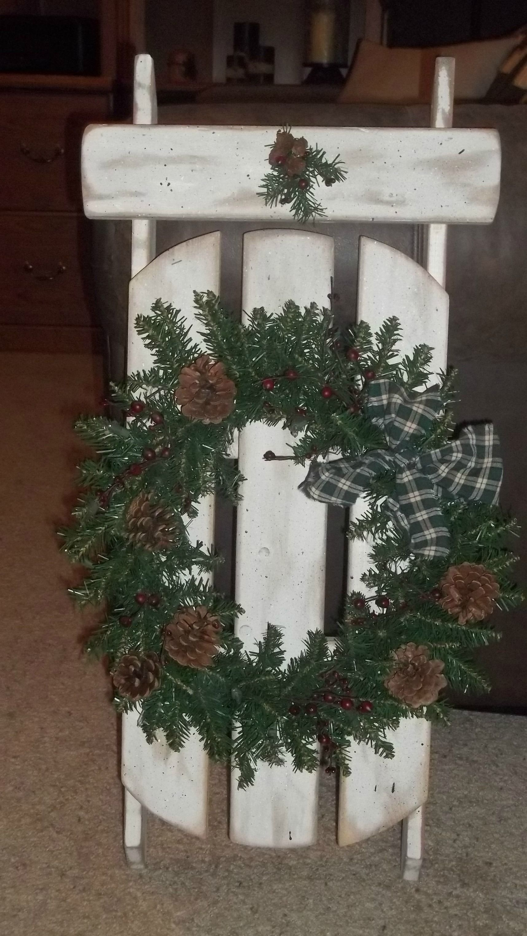 how to decorate a wooden sled for christmas