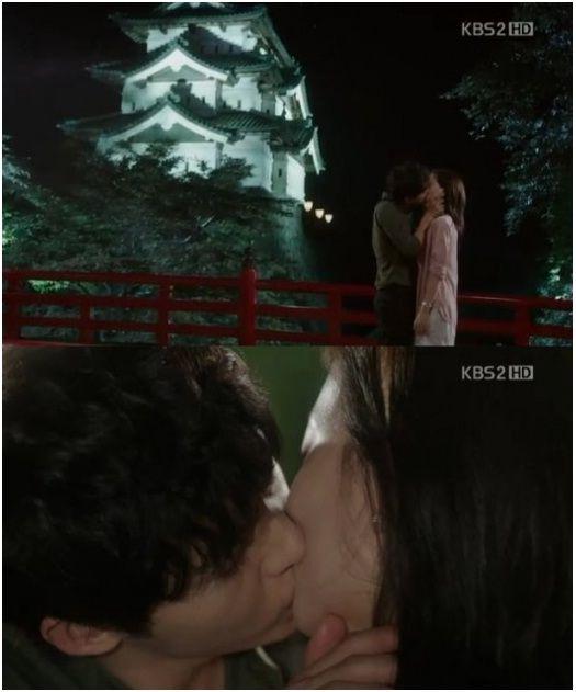 Song Joong Ki kisses Moon Chae Won on Nice Guy