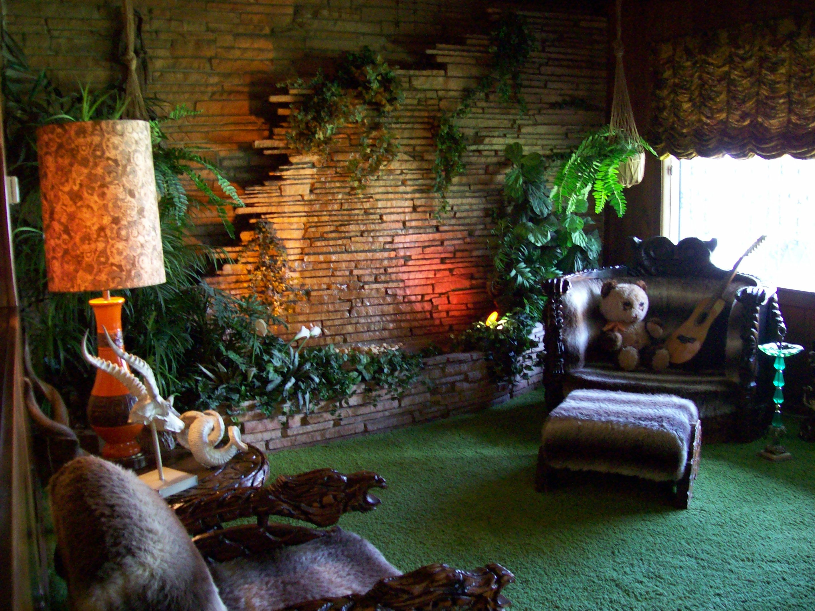 Elvis jungle room tiki modern pinterest jungle room for Interior design jungle room