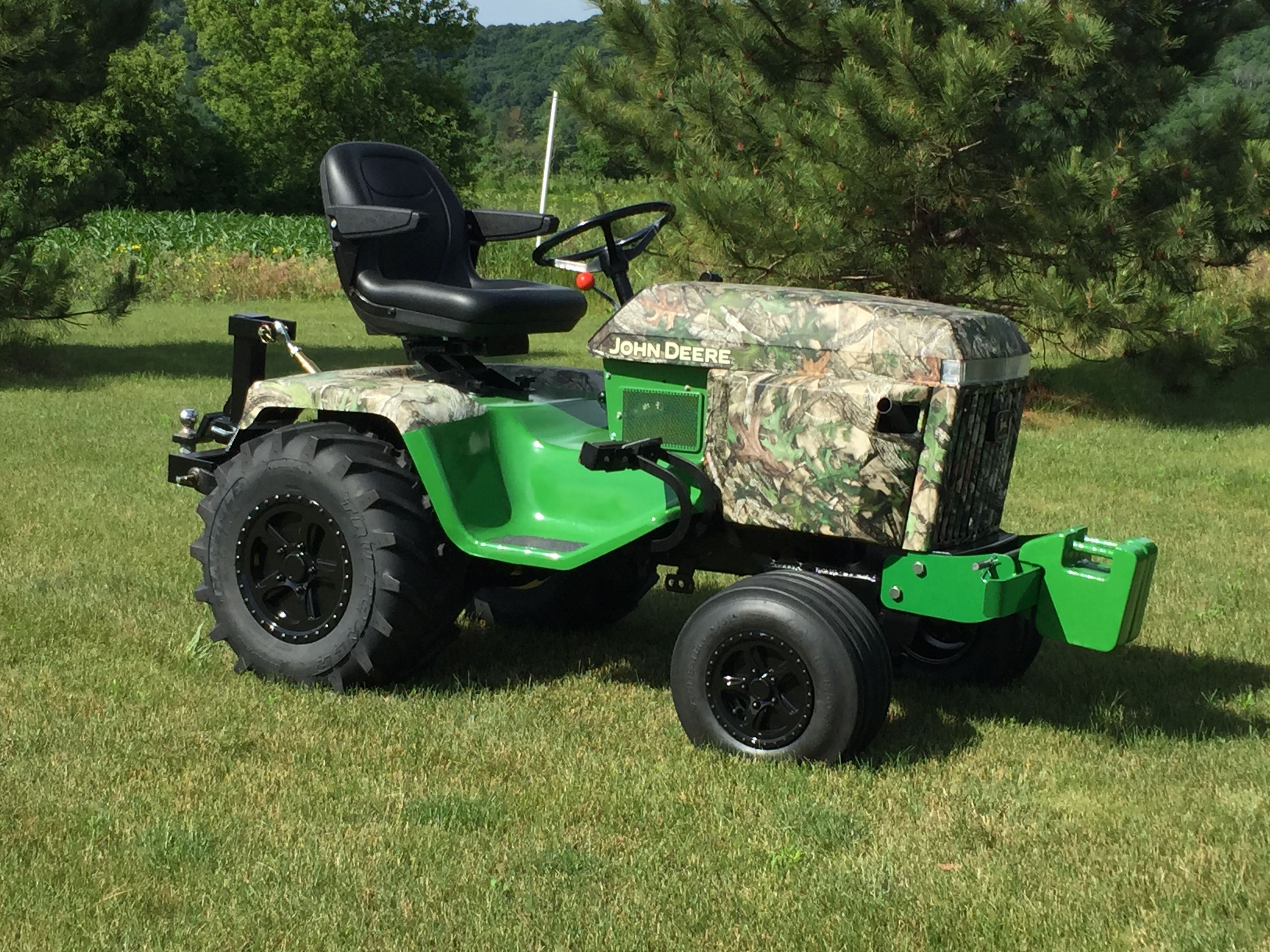 Hydrographic on an old John Deere 318 Lawn tractors
