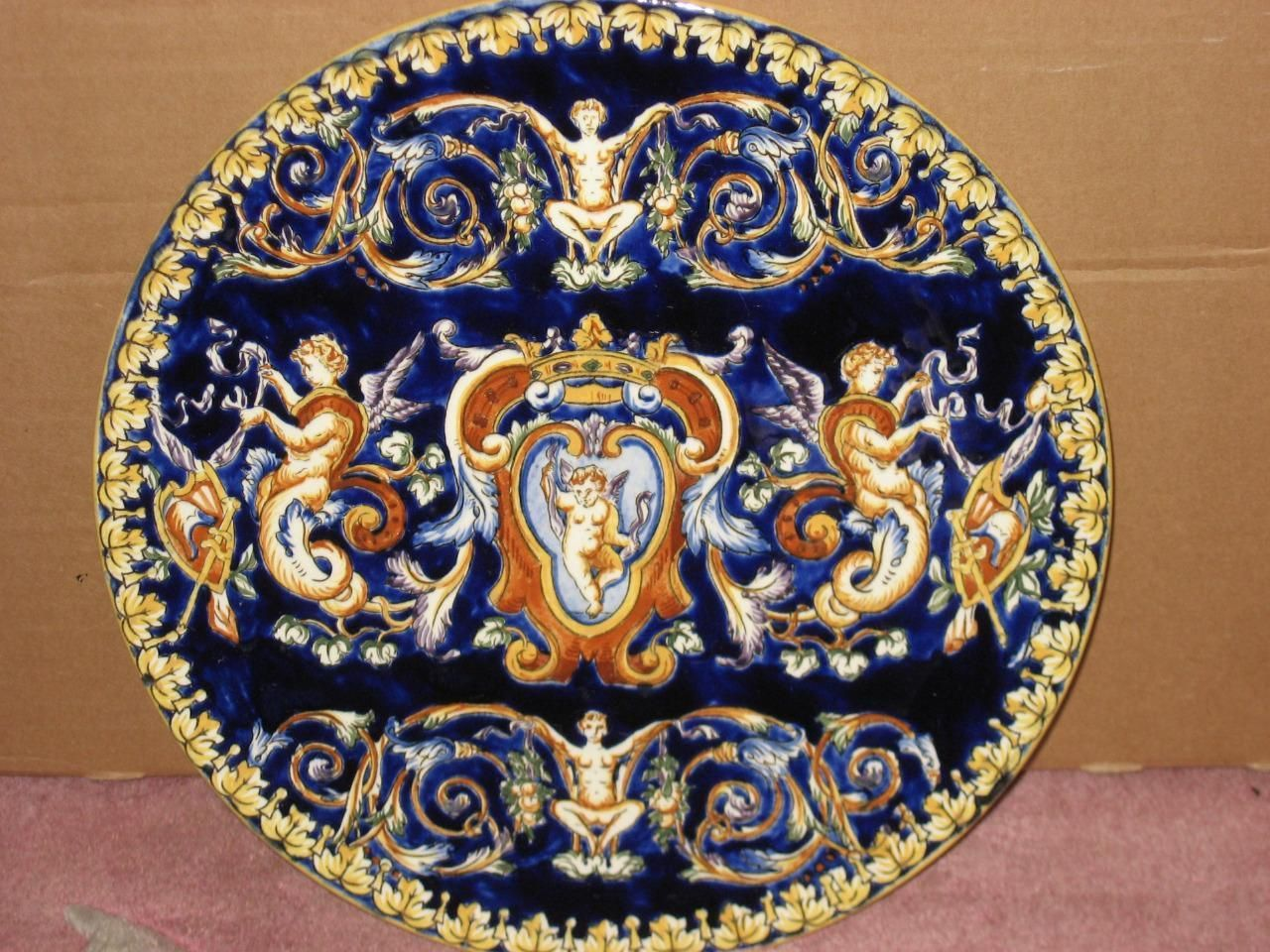 grande assiette faience gien decor renaissance fond bleu faience et bleu. Black Bedroom Furniture Sets. Home Design Ideas