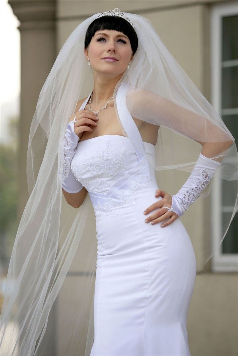 Bridal veil diamond off white tiers long cathedral length