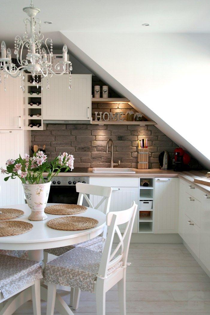 Cuisine blanche et robinet à l\u0027ancienne (Ikea?) / Jadalnia - Styl