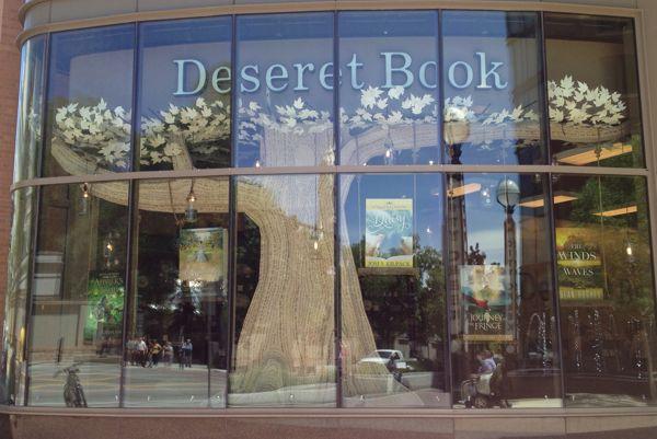 DISPLAY DESIGN / deseret book summer reading window on Behance