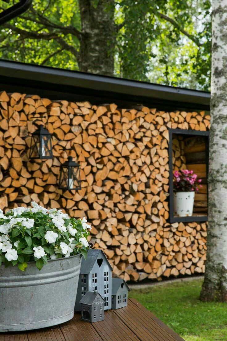 Pin Von Line Ferreira Auf How To Store Wood Polttopuiden Sailytys Holzwand Garten Garten Holz Im Garten