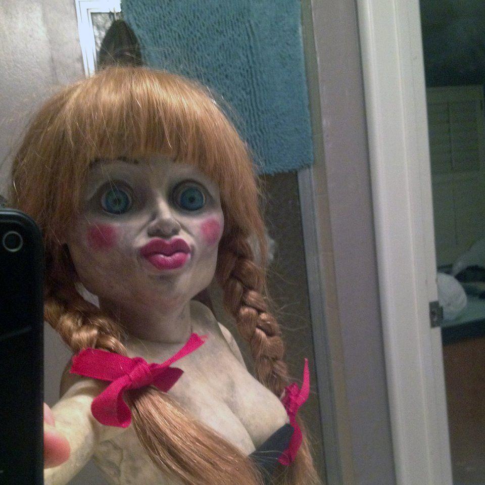 El Conjuro (The Conjuring) - Anabelle's Selfie | Fun Stuff