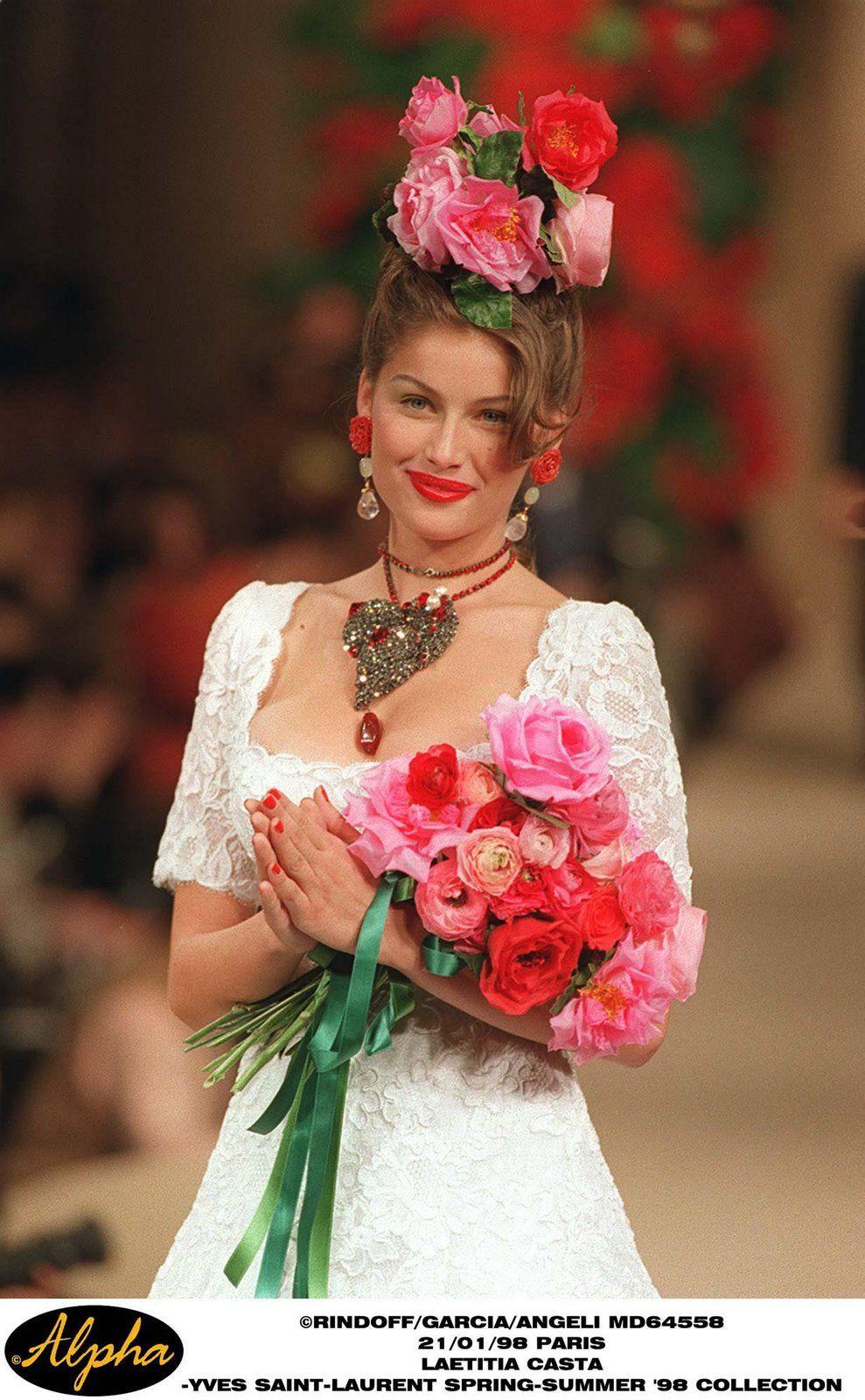 la robe de marie yves saint laurent haute couture s s 1998 trousseau pinterest haute. Black Bedroom Furniture Sets. Home Design Ideas