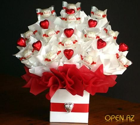 ferrero rocher raffaello chocolate bar candy hearts roses gift box valentines day mothers day birthday romantic present bouquet