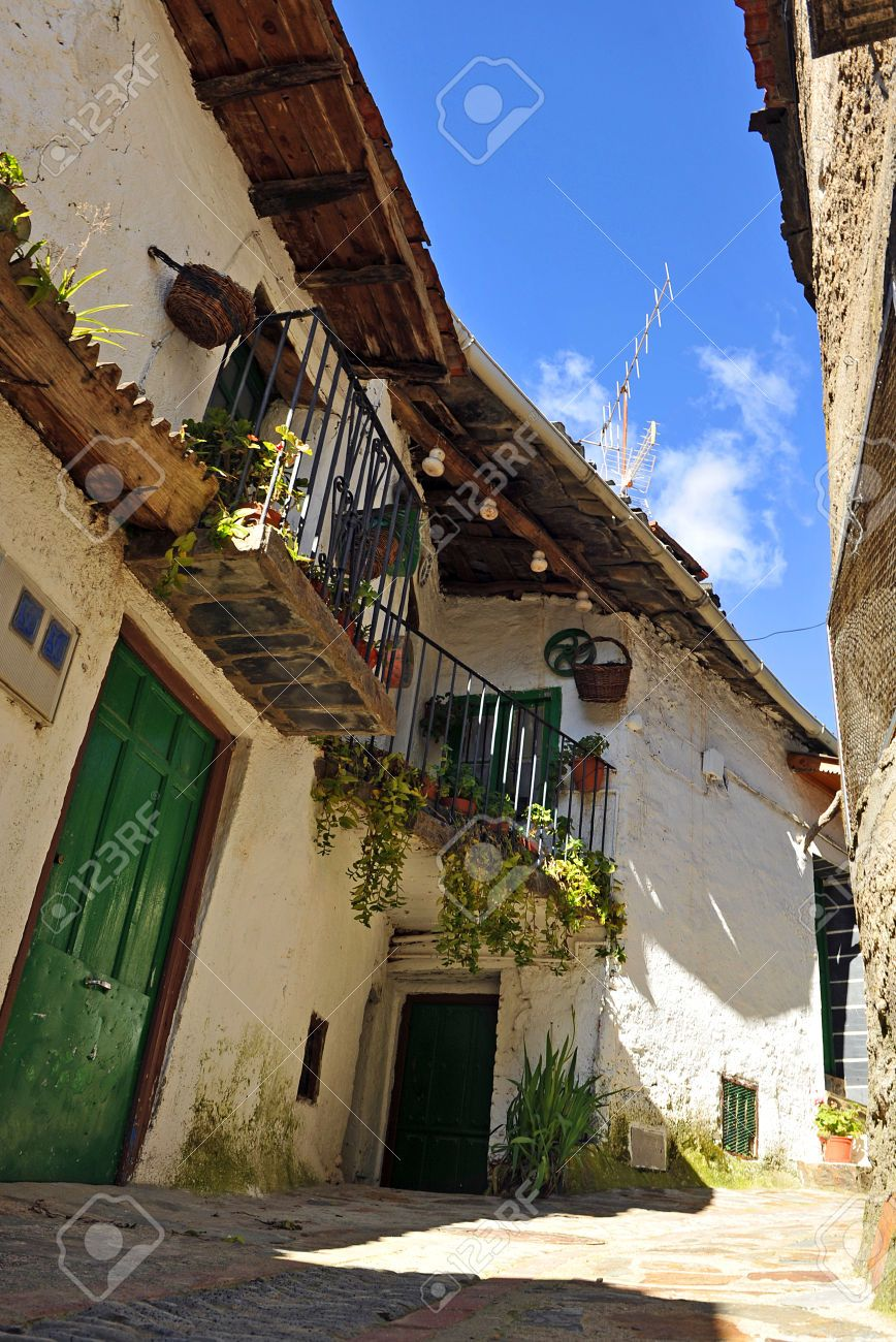 28355481-Architecture-of-a-typical-village-street-in-Casares-de-las-Hurdes-Caceres-Province-Extremadura-Spain-Stock-Photo.jpg (868×1300)