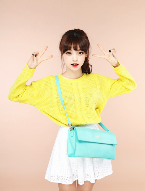 Cute spring look with the bright yellow sweater, pastel