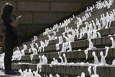 Communicatie om voor te smelten: 1000 ijssculpturen in Berlijn om aandacht te vestigen op de klimaatopwarming (o.a. de smeltende ijskappen in Noord en Zuidpool.)