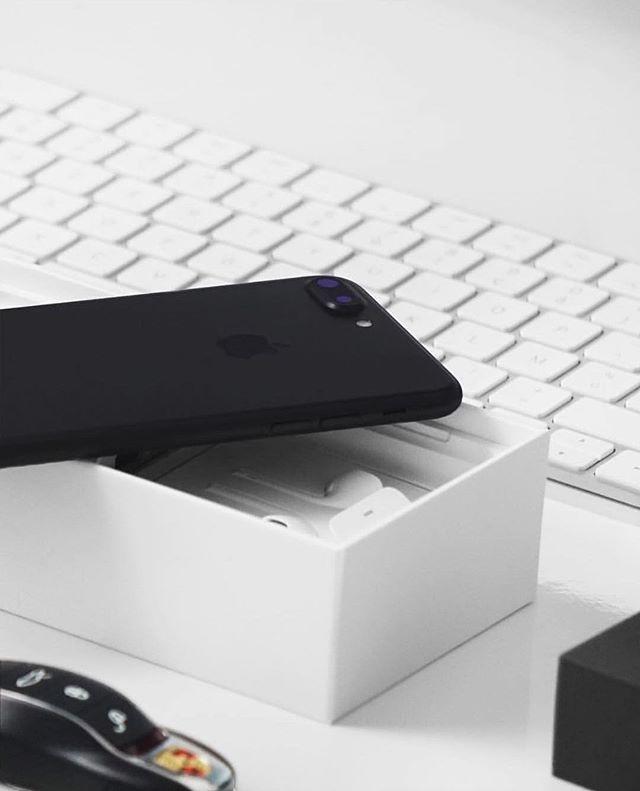 iPhone 7 Plus Black by @anckorsupply . . . . #apple #iphone7 #iphone7plus #jetblack #matteblack #ios #iphone #clean #minimal #minimalism #minimalist #tech #technology