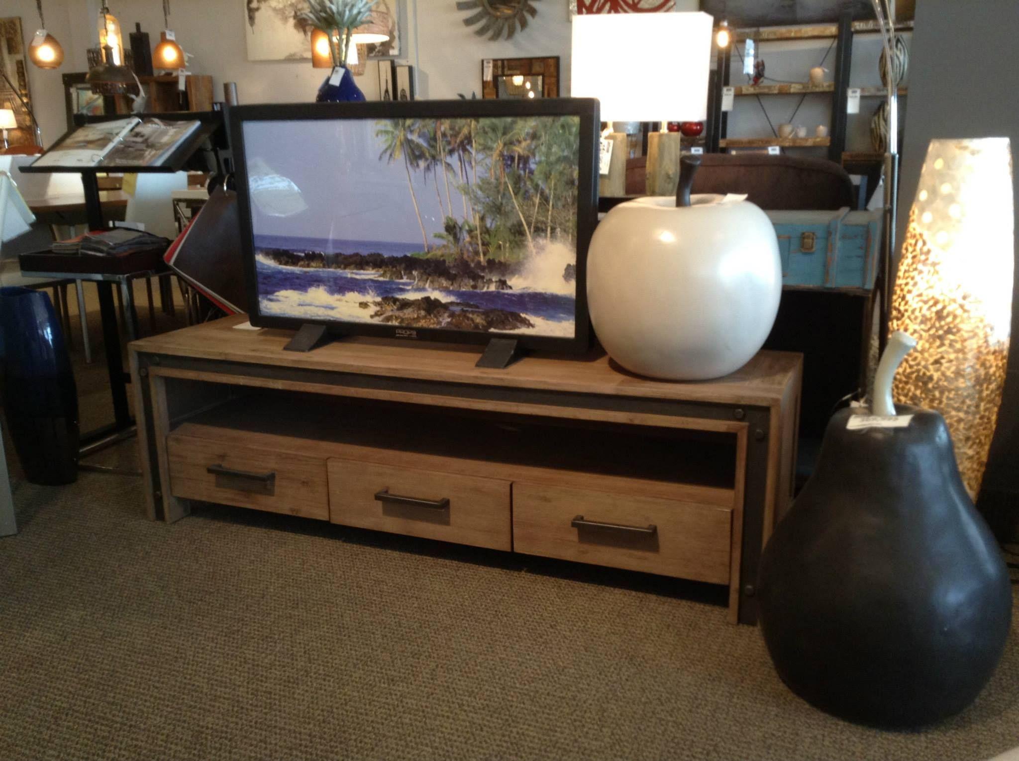 Meuble de télévision en bois et en métal. #salon #idéedéco #meuble ...