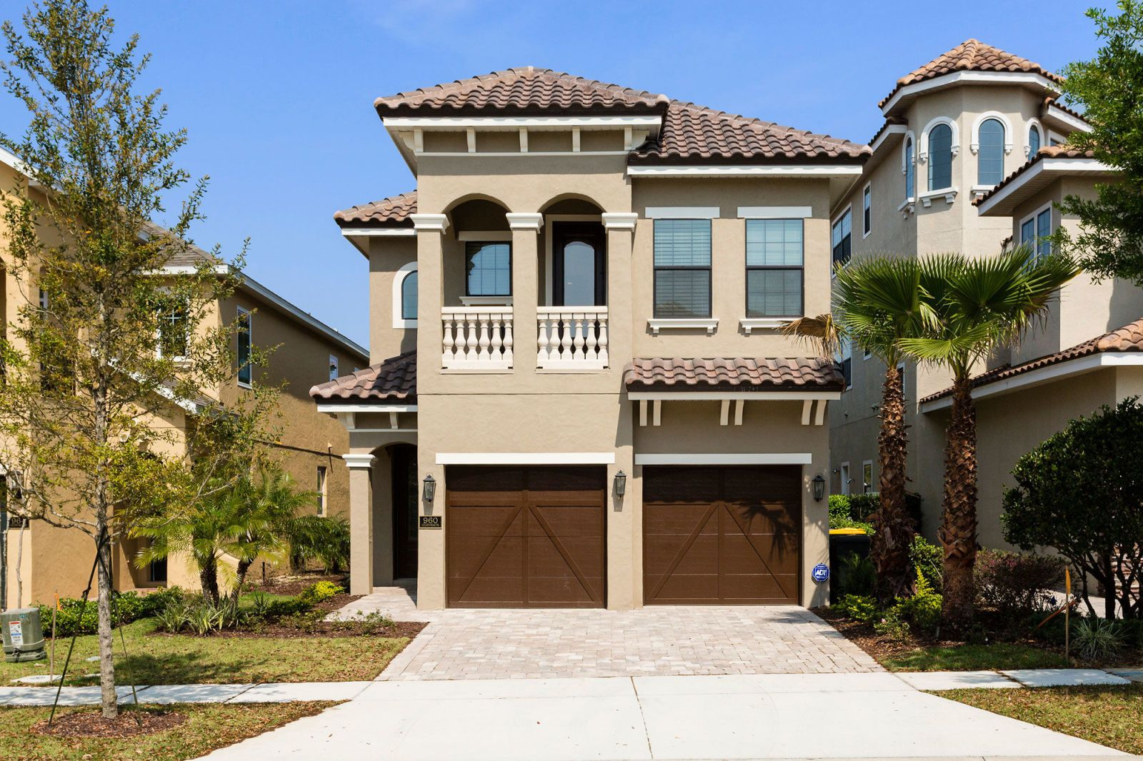 This Unassuming Home Is Hiding A Big Surprise Inside Florida Home House Beautiful Homes