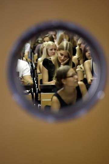 Mi blog de noticias: UNIVERSIDADEspaña triunfa con los Erasmus, pero no...