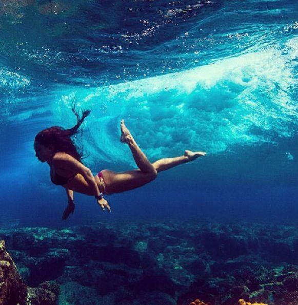 Natalie Parra shot underwater by Kurt Chambers in Hawaii