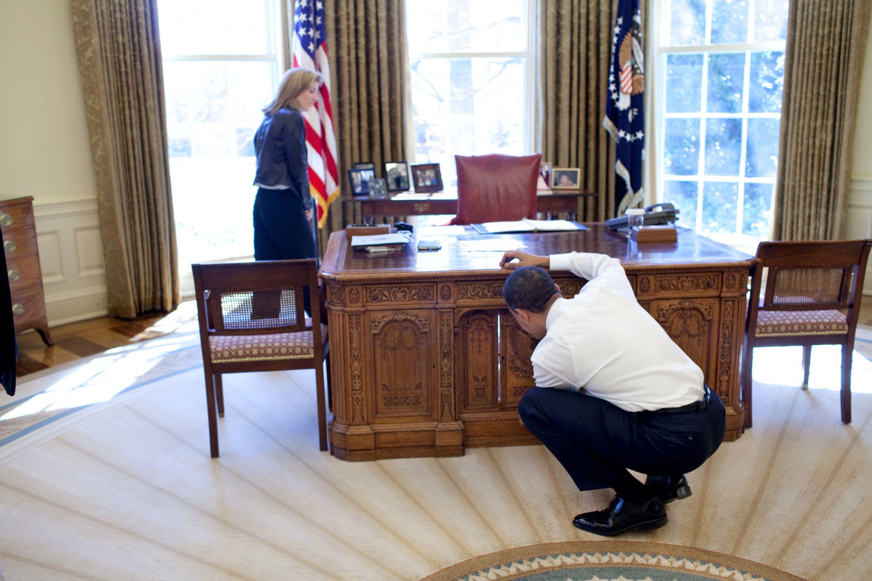 White House Oval Office President Resolute Desk Design Desk Ideas
