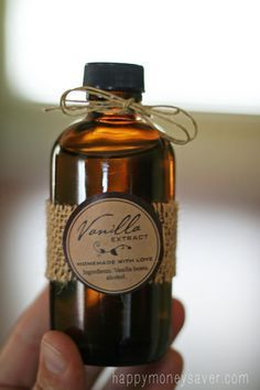 Making Homemade Vanilla Extract is so easy. I Love the FREE printable labels. Would make a wonderful homemade Christmas gift.