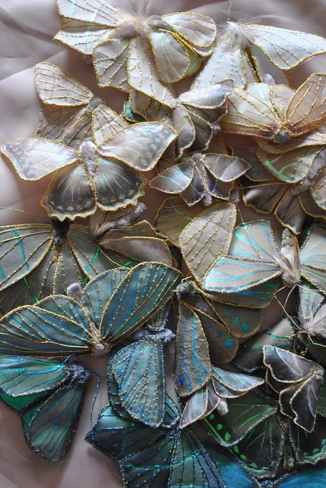 These Are So Beautiful Textile Moths I Want To Make Some Wouldn T They Be Great As A Hair Accessory Broderie Haute Couture Broderie A La Main Embroiderie