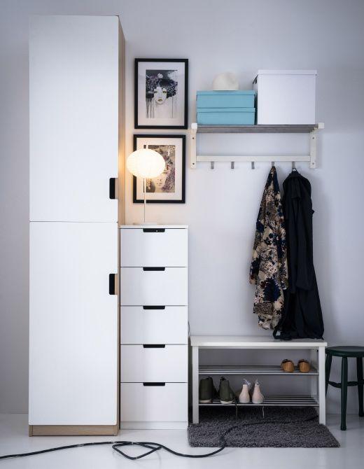 Ikea vest bulo con varios sistemas de almacenaje un for Zapatero para hall