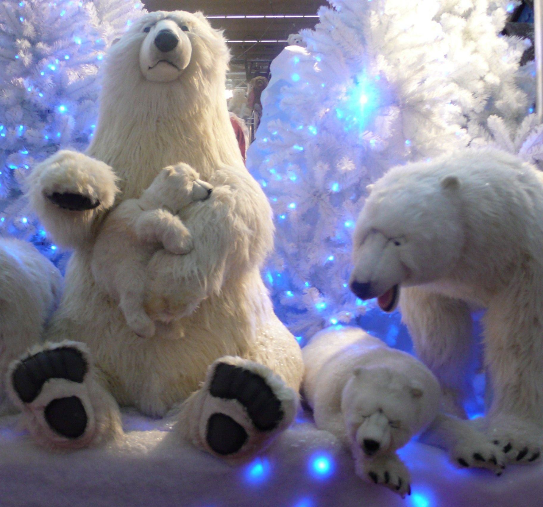 Images Of Past Indoor And Outdoor Special Events Polar Bear Christmas Bear Decor Christmas Bear