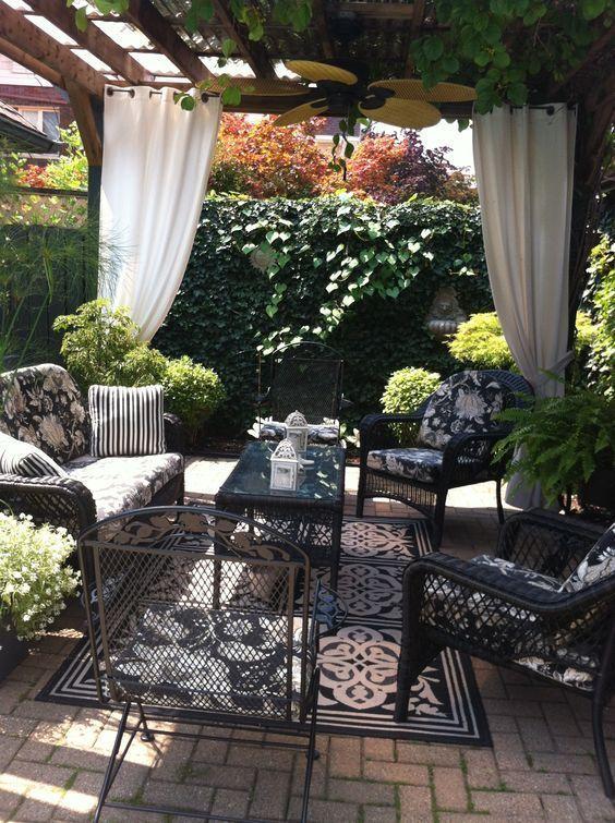 25+ Small Backyard Landscaping Ideas #backyardpatiodesigns Backyard ideas, create your unique awesom...
