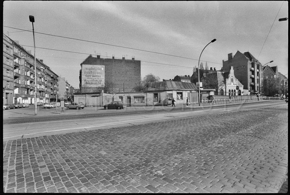 berlin prenzlauer berg s bahnhof prenzlauer allee 1987 foto gerd danigel fotograf aus. Black Bedroom Furniture Sets. Home Design Ideas