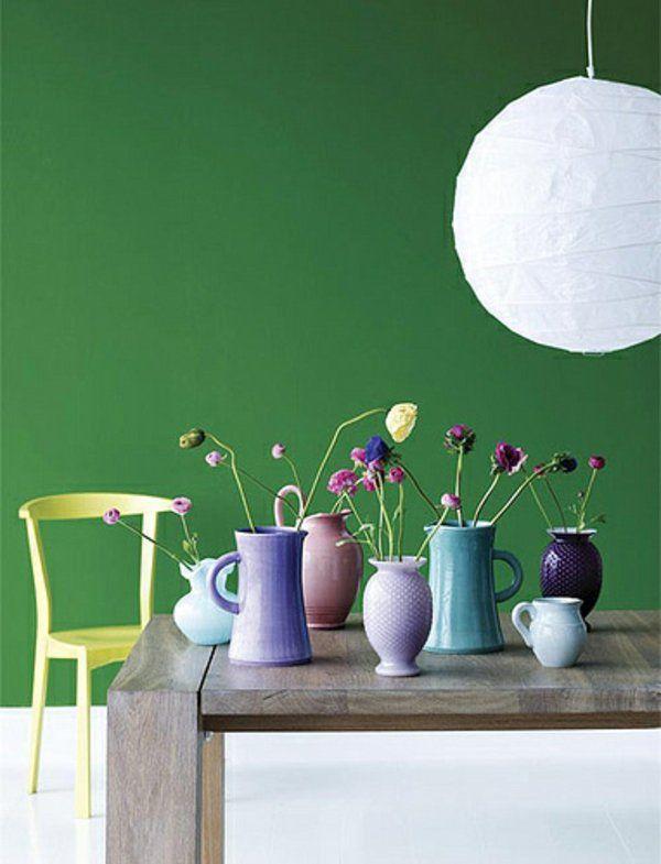 wandfarbe in grün farbideen wandgestaltung dekoartikel vasen - wohnzimmer farbe grun