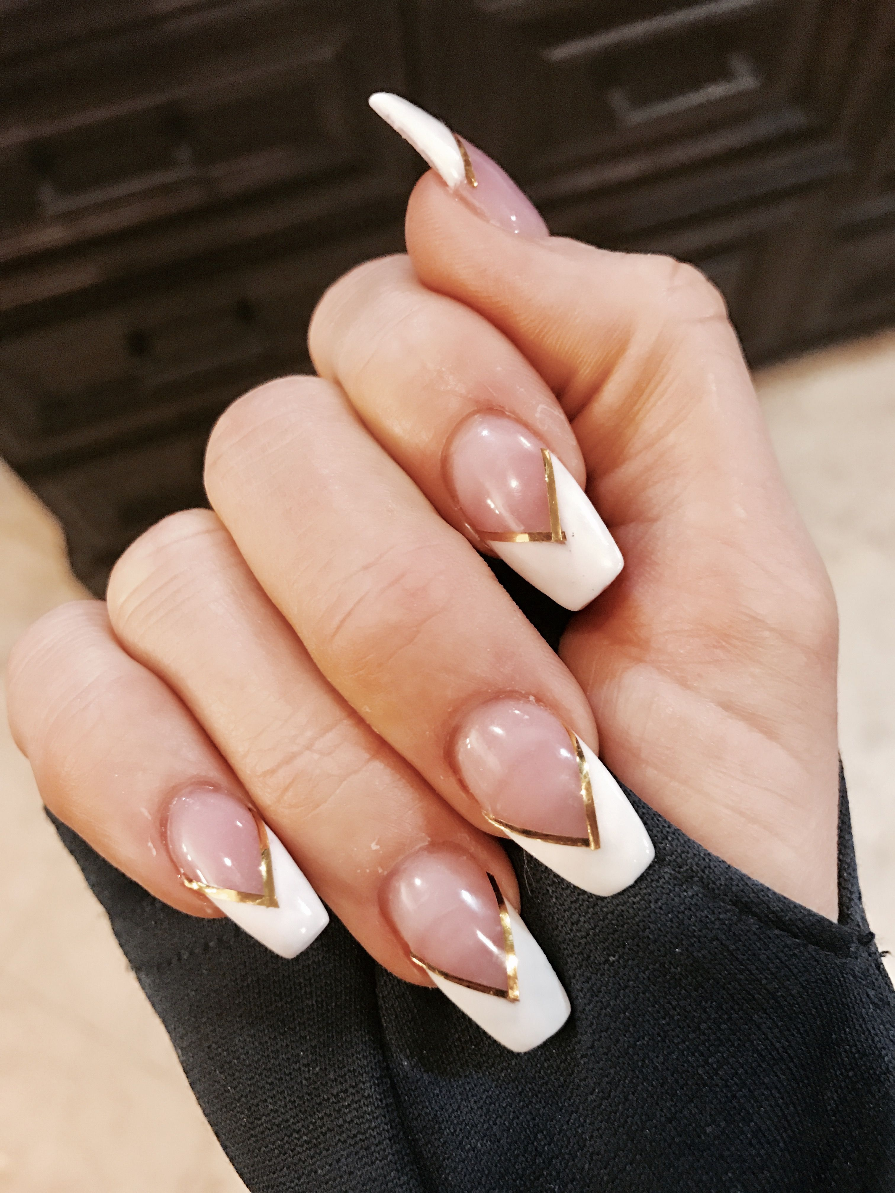 Coffin shaped French tip with gold metallic V strips ...