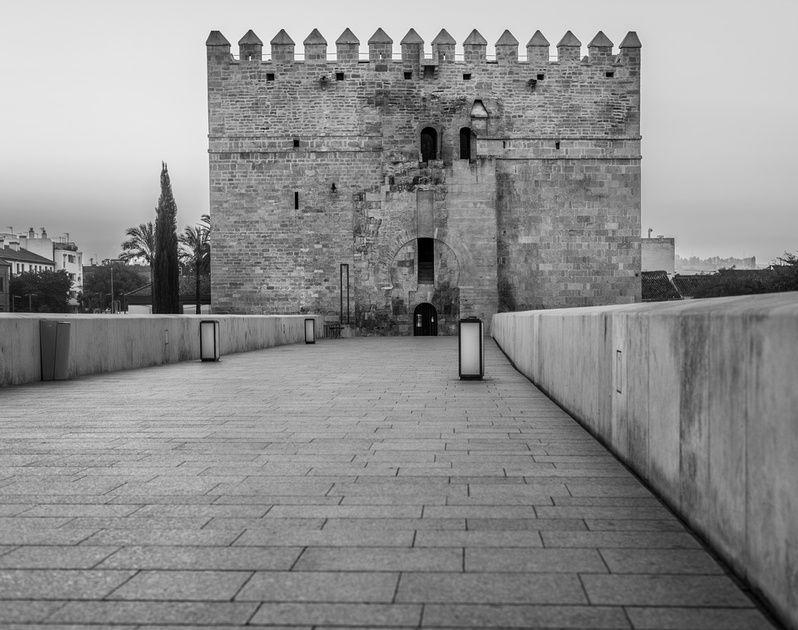 Torre de La Calahorra, Córdoba, 2016. nigrumetalbum.com instagram/sashleyphotos