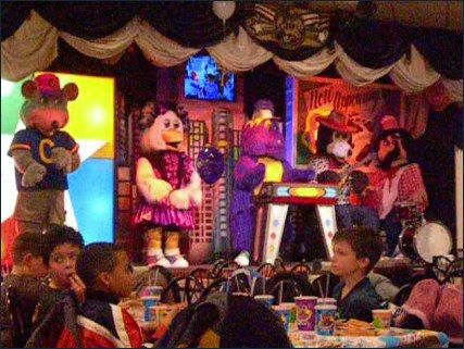 i liked chuck e cheese but not the singing cartoons up