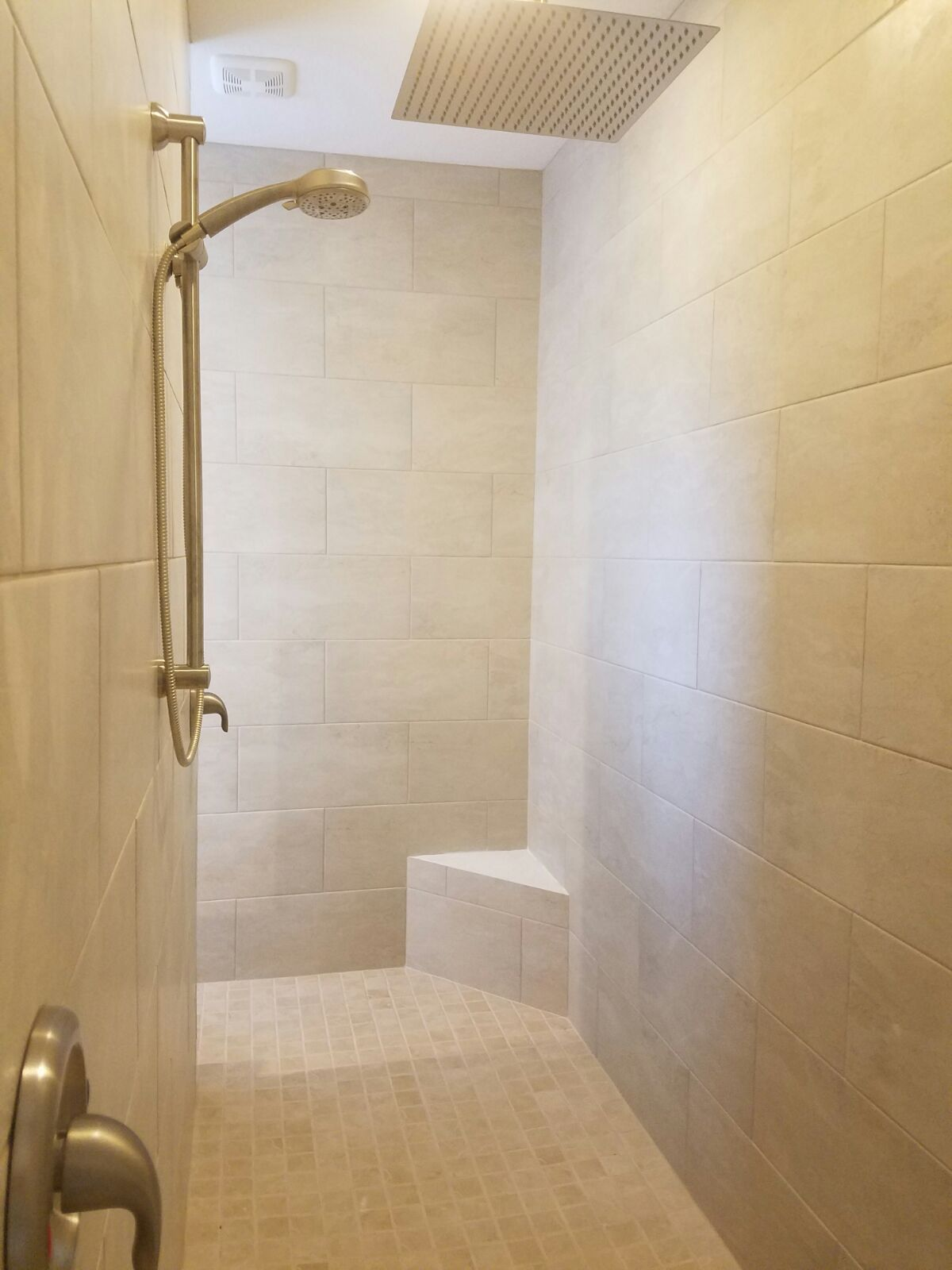 Doorlesss shower with showerseat tile on walls staggered pattern doorlesss shower with showerseat tile on walls staggered pattern tiles on floor dailygadgetfo Choice Image