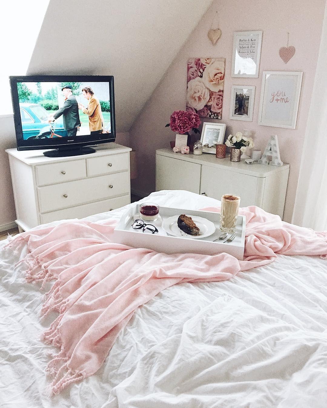 manchmal braucht man einfach solche tage an denen man den gro teil der zeit im bett verbringt. Black Bedroom Furniture Sets. Home Design Ideas