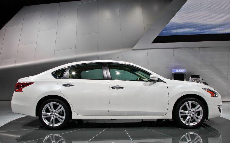 2013 Altima Helps Nissan Break Hot Sales Record