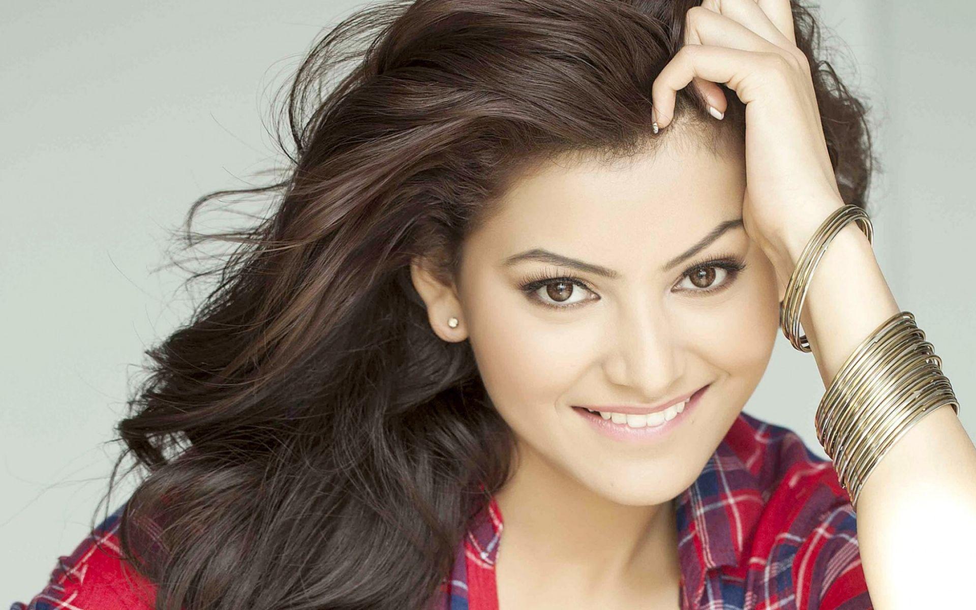 Download Wallpaper 1920x1200 Urvashi Rautela Bollywood Actress