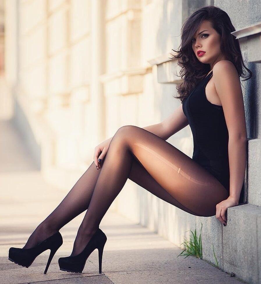 нереально возбуждается, красивые ножки красотки секс