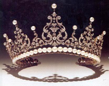 Diamond festoon tiara of the Princess Marina, Duchess of Kent