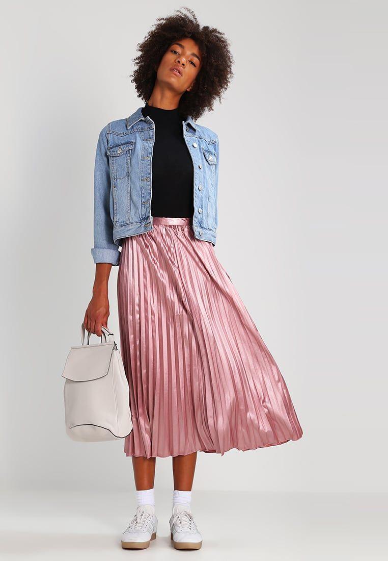 3cf7f1e438 ¡Consigue este tipo de falda plisada de Tfnc ahora! Haz clic para ver los