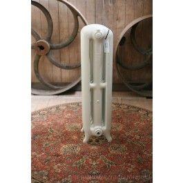 Strakke gerestaureerde antieke radiator  Strakke gerestaureerde antieke radiator