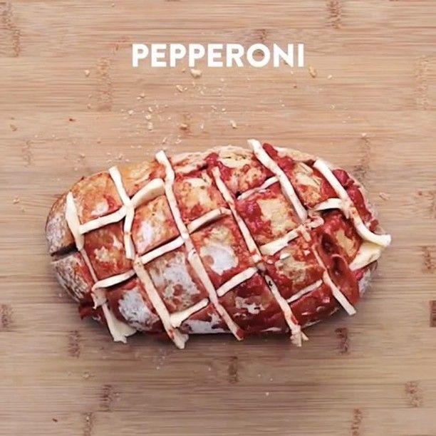 "11.4 tuhatta tykkäystä, 147 kommenttia - @foodyfetish Instagramissa: ""Pizza Hedgehog Bread! vc: @twisted_food 😲🍕🍞🧀💥 Snapchat 👻: foodyfetish"""
