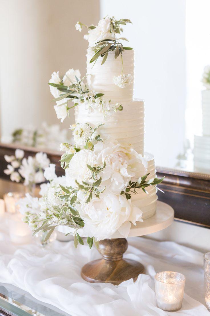 Intimate + Glamorous Wedding at Malibu Rocky Oaks Vineyard